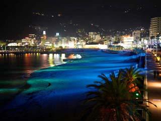 熱海サンビーチのライトアップ