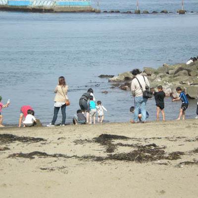 【サンビーチ】初夏の海で子供たちも楽しそう♪